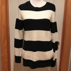 Wide striped oversized sweater. Size Medium